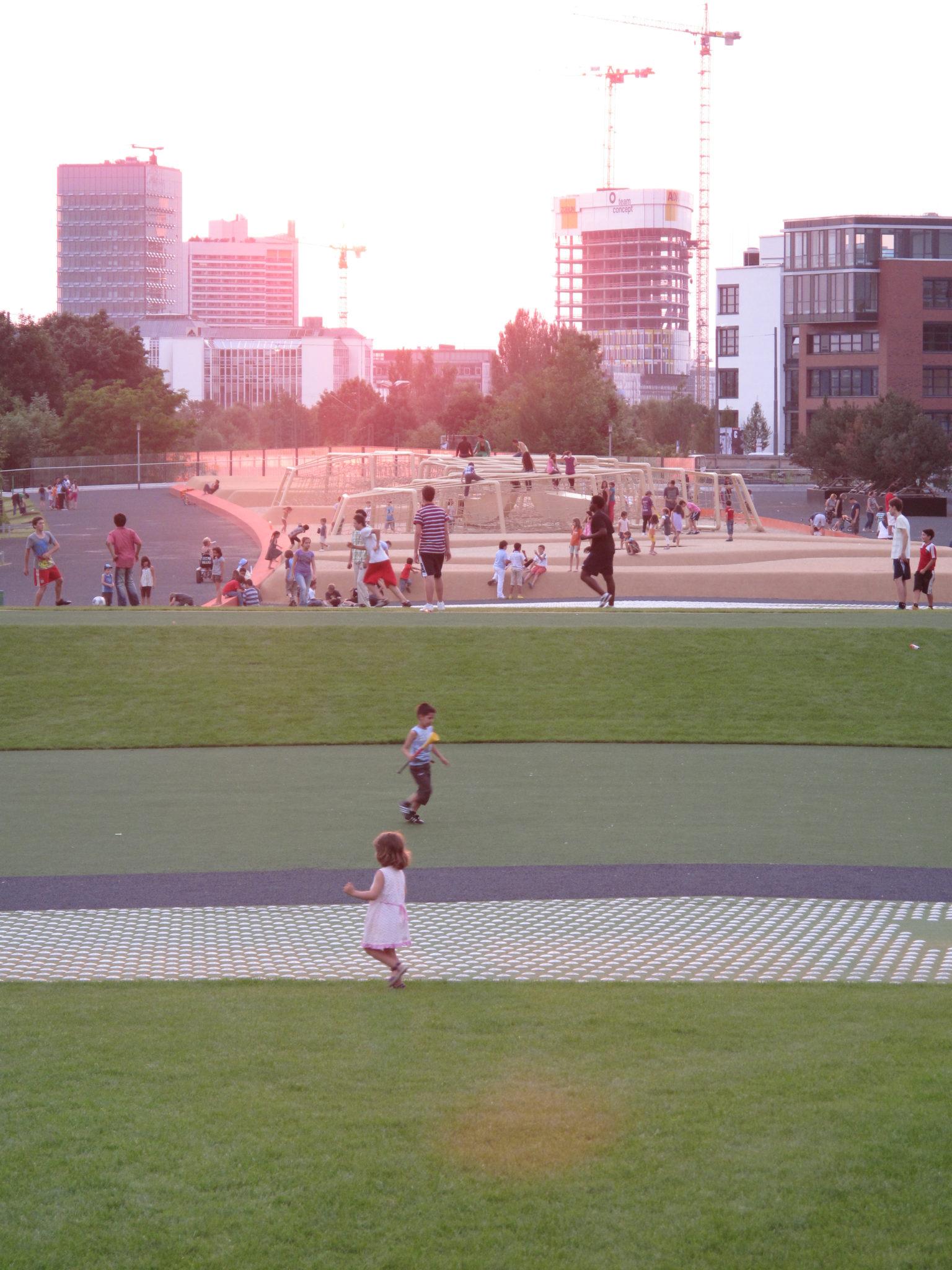 Quartiersplatz_Theresienhöhe_Rasenfläche