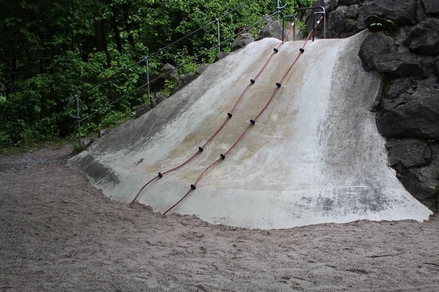 ideas4parents-abenteuerspielplatz-westpark-klettern-rutschen-2