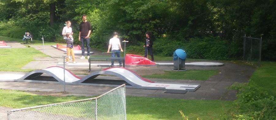 ideas4parents-minigolf-olympiapark-spiel-bewegung-spaß-4