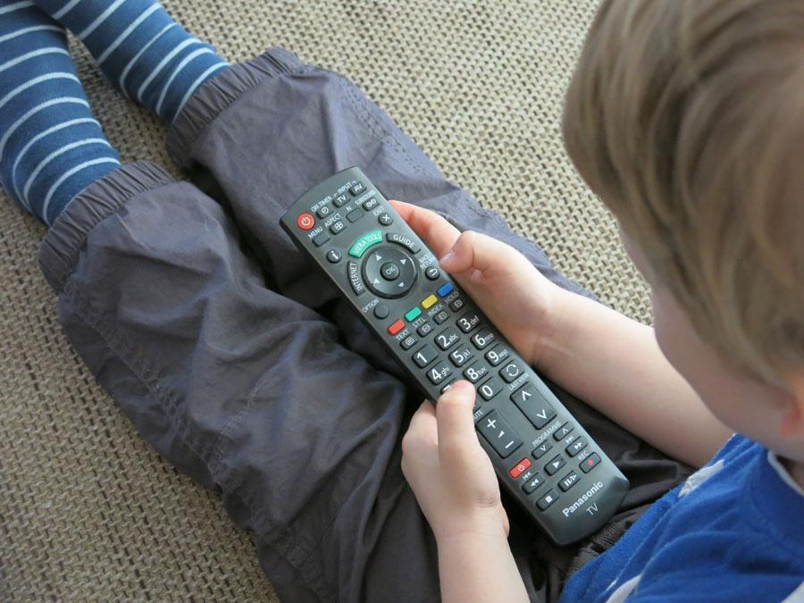 Glotzen bis zum Umfallen – 6 Tipps zum richtigen Umgang mit den Medien bei Kindern