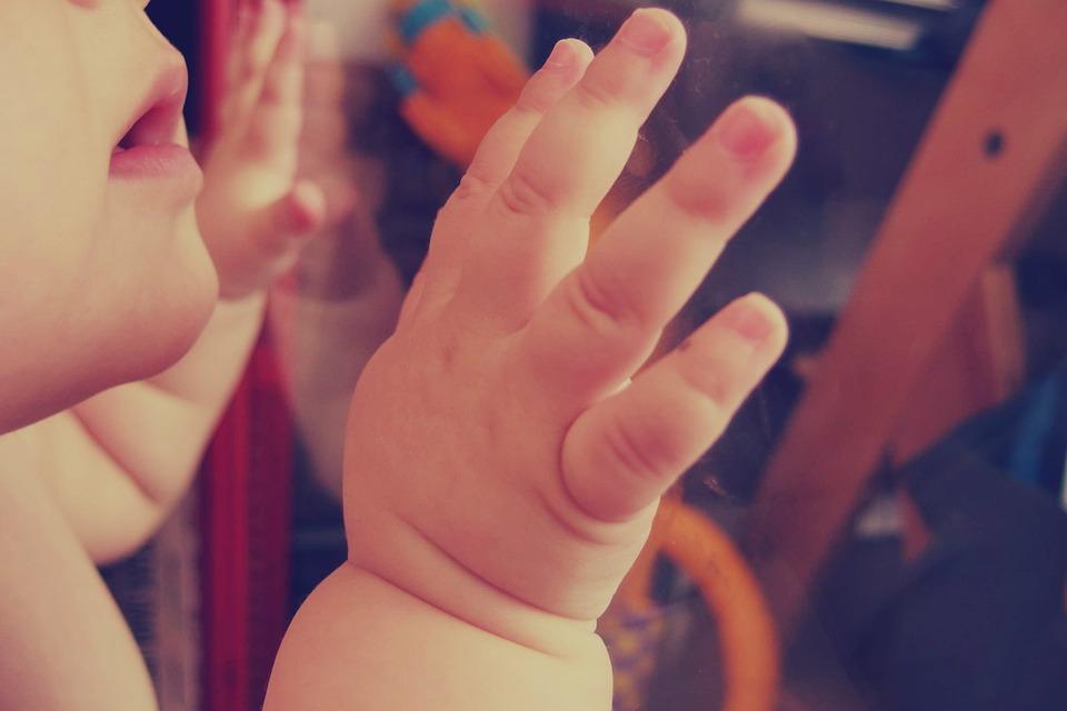 ideas4parents-baby-spiel-entwicklung-3-monat-1.png