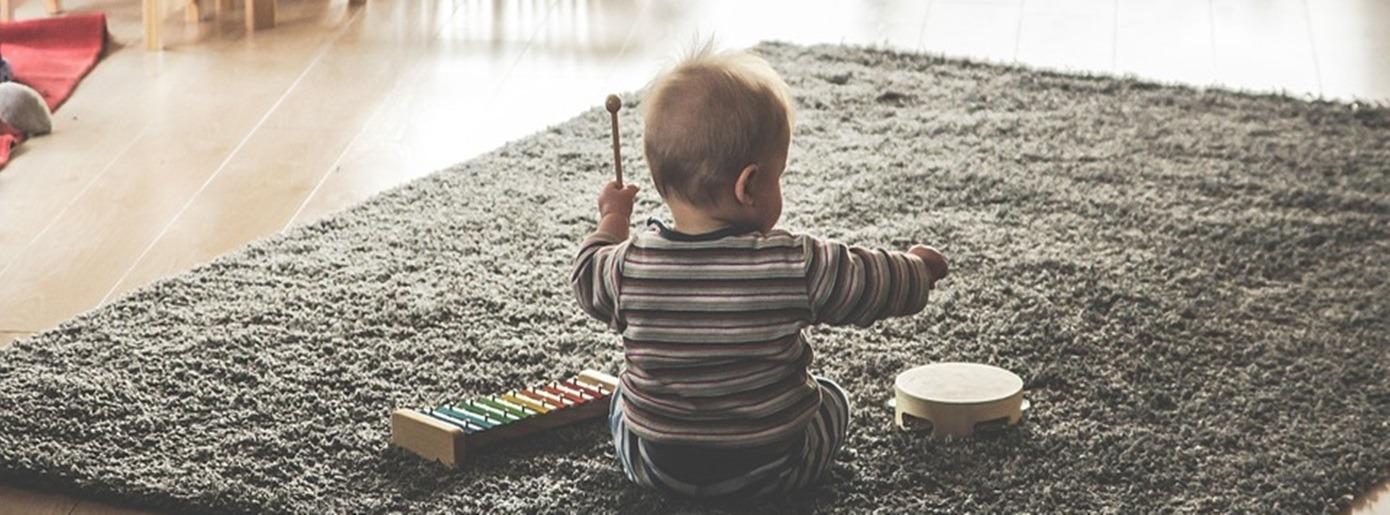 20 (Spiel-) Tipps für Eltern mit Babys im 9. Monat